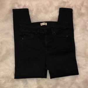 EUC Gap True Skinny Black stretch jeans size 31R